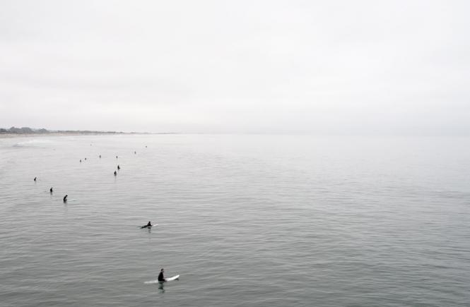 gluecksgefuehle surfer auf dem wasser