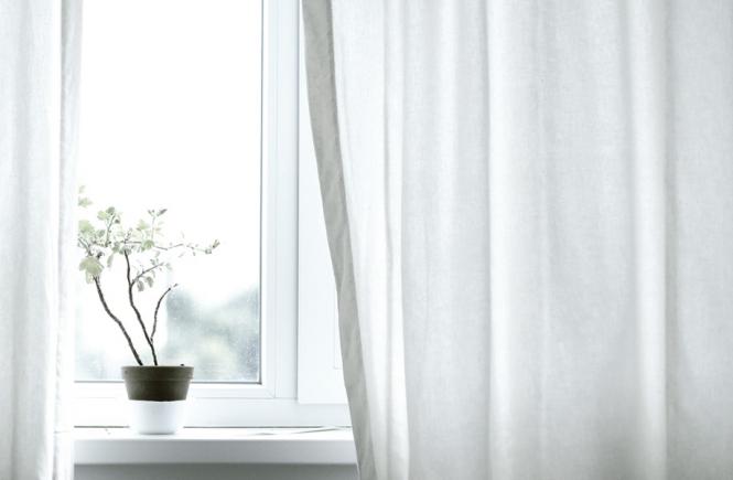 Dankbarkeit Gardinen vor dem Fenster