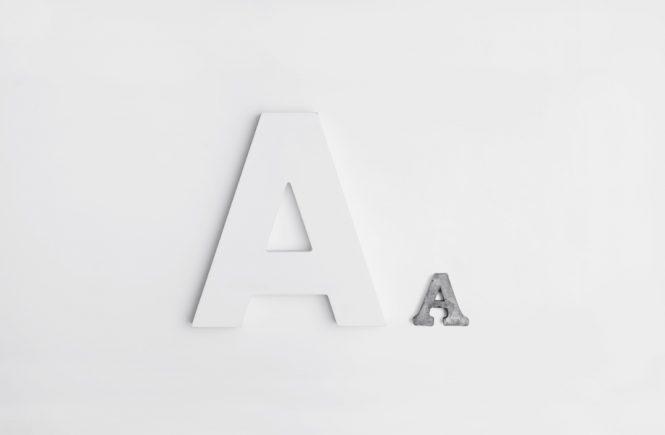 Gesetz der Anziehung: Buchstaben nebeneinander