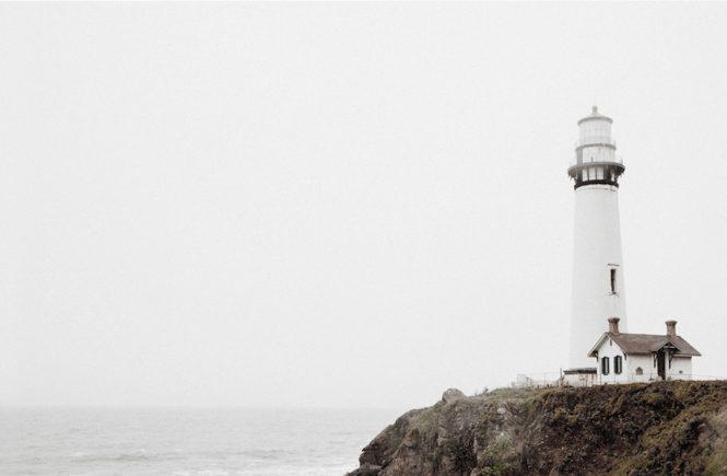 Potential leben - Leuchtturm an der Klippe