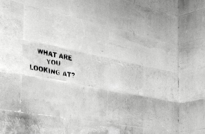 Angst besiegen Schriftzug an Wand